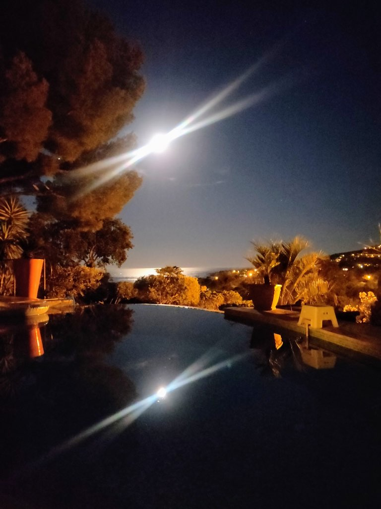 La Crespina - The swimming pool by night